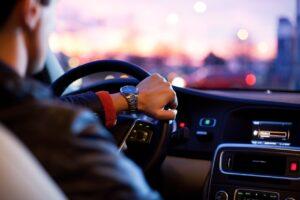 Malos habitos al conducir 300x200 - La división de Renting de Adobe Rent a Car que ha evolucionado junto al negocio desde hace 12 años