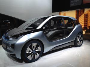 11 300x225 - Rentar un vehículo eléctrico, la mejor opción del futuro