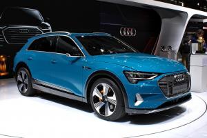 13 300x200 - Rentar un vehículo eléctrico, la mejor opción del futuro