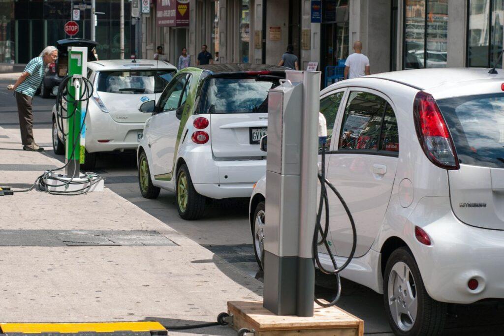 vehiculos electricos 1024x683 - Rentar un vehículo eléctrico, la mejor opción del futuro