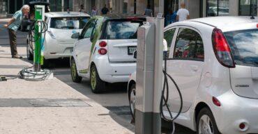 vehiculos electricos 370x193 - Rentar un vehículo eléctrico, la mejor opción del futuro
