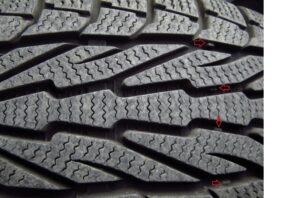 2 min 300x198 - Seguridad en carretera. Los neumáticos