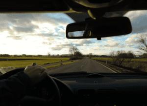 El Renting mantiene sus vehiculos en el camino 300x217 - Beneficios del Renting en tiempos de crisis
